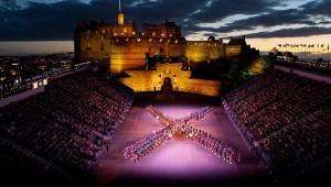 le tattoo devant le château d'Édimbourg en 2014